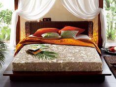 アジアンスタイル(Asian style)  竹やラタンなど、アジア・亜熱帯の自然素材を使った家具や織物をとり入れたインテリアスタイルのこと。自然の風合いを活かした、くつろいだ雰囲気が特徴。日本家屋にも合わせやすいので幅広い世代に人気がある。