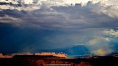 Nazomer stormen een regenboog maken over het Arches National Park, Utah (Credit: Shreenivasan Manievannan)
