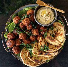 Vegetarian Recipes, Healthy Recipes, Healthy Food, Superfood Salad, Deli Food, Eastern Cuisine, Iranian Food, Halloumi, Molecular Gastronomy