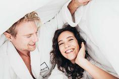 Zwei in einem Bett im Kowald Loipersdorf beim lässig-verliebten Thermenurlaub #kowald Fashion, Bed, Moda, Fashion Styles, Fashion Illustrations