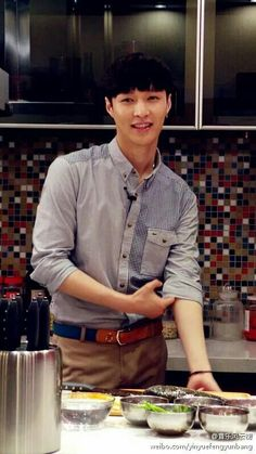 And here we have a well-dressed man who not only dances and makes music but can cook. Amazing! #Lay #exo