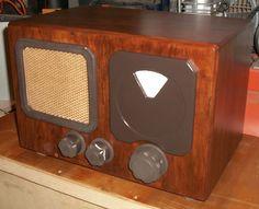 La mia radio a valvole nel suo mobile eternamente da completare