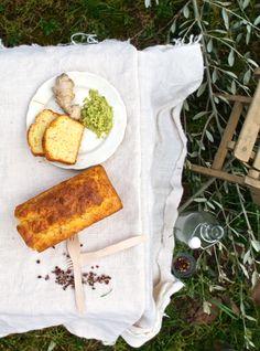 Plumcake con salmone, pepe di Sichuan e salsa di avocado