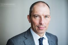 Séance de portraits pour professionnels. Séance photo réalisée à Lyon pour Maître Aldo Sevino, avocat au Barreau de Lyon. Portraits…