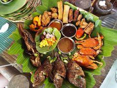 Shared family platter, kamayan! #eatingonbananaleaf