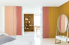 According to Dulux, wall paint colour schemes for 2015 will be featuring warm Copper Blush paint. For interior trends you'll be seeing this lovely colour a lot Gray Interior, Interior Design, Copper Blush, Pantone, Color Cobre, Wall Paint Colors, Color Of The Year, Mellow Yellow, Elle Decor