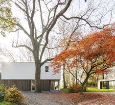 Op amper vijf minuten van het centrum van Gent ontwierp het bureau Baeyens & Beck ir. architecten een vrijstaande woning waar bomen en natuur een hoofdrol spelen. De woning is een combinatie van esthetiek en efficiëntie.