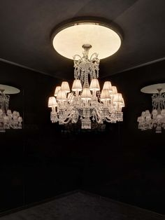 Collection Étrange Zénith«The magic of the FEUILLE DE LUMIÈRE chandelier borns from contrast between absolute 3 dimensions of Baccarat chandelier and absolute…