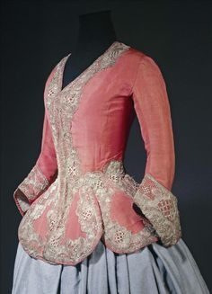 Female Fitness 428897564495400320 - Casaquin 1730 – 1740 Gros de Tours, orange silk, blue glazed linen lining, gilded silver lace. Source by jcahour 18th Century Dress, 18th Century Costume, 18th Century Clothing, 18th Century Fashion, Vintage Dresses, Vintage Outfits, Vintage Fashion, Vintage Hats, Victorian Fashion