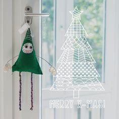 Gezellige kerstboom #raamtekening met verschillende patronen om je ramen in december mee te versieren.