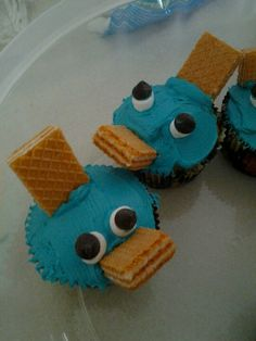 Perry the platapus cupcakes made with marshmelows, chocolate chips, cookies and icing!!!!