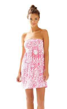 Lilly Pulitzer Brigitte Strapless Smocked Dress in get spotted.perfect dress to throw on after a day on the beach Beach Holiday Outfits, Summer Holiday Dresses, Summer Outfits, Summer Clothes, Dress Me Up, New Dress, Lilly Pulitzer Prints, Lily Pulitzer, Prep Style