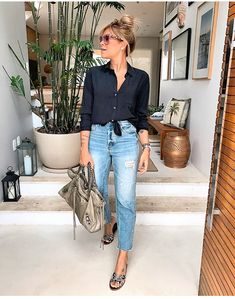 Source by de moda mujer madura Fashion Mode, Fashion Over 50, 80s Fashion, Modest Fashion, Look Fashion, Korean Fashion, Fashion Outfits, Fashion Tips, Fashion 2018