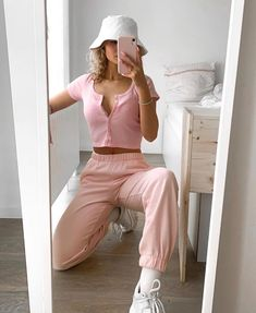 You are in the right place about lazy outfits ulzzang Here we offer you the most beautiful pictures Brandy Melville Outfits, Roupas Brandy Melville, Brandy Melville Style, Lazy Outfits, Teen Fashion Outfits, Teenager Outfits, 90s Fashion, Outfits For Teens, Swag Outfits