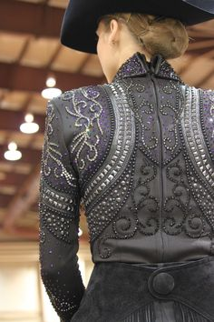 You could only pull this off on a grey horse. So gorgeous.