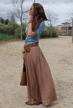ロングスカートに太いベルトでウエストマークコーデ