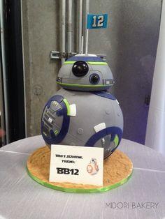 "Seahawk Themed ""BB12"" Star Wars Cake by Midori Bakery"