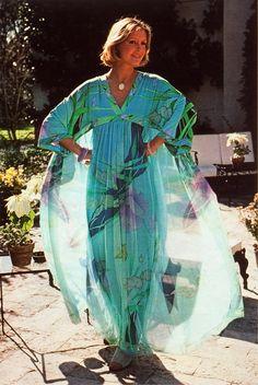 Phototgrapher Luc Fournol For Jours de France, March 1976 // Magdorable! Paris Photos, Fashion Colours, Color Photography, Fashion History, Fashion Photo, 1970s, Vintage Fashion, Sari, Photo And Video