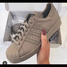 Adidas Women Shoes - adidas adidas superstars beige taupe superstar adidas supercolor pharrell williams nude adidas shoes tan shoes - We reveal the news in sneakers for spring summer 2017 Cute Shoes, Women's Shoes, Me Too Shoes, Shoe Boots, Shoes Sneakers, Beige Shoes, Beige Sneakers, Shoes Style, Shoes Tennis