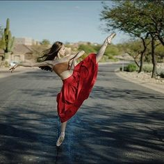 #Ballerina - @julietdoherty in #FountainHills #Arizona #ballerinaproject_ #ballerinaproject #ballet #dance Top by @wolfordfashion #Wolford by ballerinaproject_