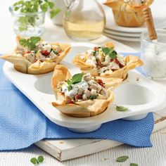 Poulet tzatziki en pâte phyllo - 5 ingredients 15 minutes Tzatziki, Muffins, Tacos, Healthy Snacks, Sandwiches, Food And Drink, Cooking Recipes, Ethnic Recipes, Mini Pains