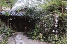 大阪・枚方市の郊外に広がる農地で、1972年にオープンしたレストラン「杉・五兵衛」。農家レストランの草分けとして、オーナーの野島五兵衛氏が提唱し続けてきたのは、「農の持つ多面的な価値を感じてもらうこと」だ。