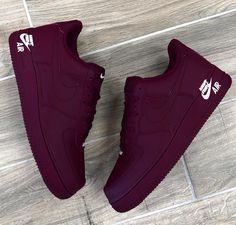 , 736 x 727 Nike Air - - - s h o e s - Damenschuhe. Cute Sneakers, Sneakers Nike, Nike Trainers, Sneakers Women, Souliers Nike, Sneakers Fashion, Fashion Shoes, Nike Shoes Air Force, Girls Shoes