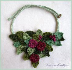 Arte in maglia collana floreale all'uncinetto di laviniasboutique