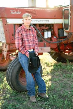View this gorgeous Colorado senior session. Tractor Senior Pictures, Summer Senior Pictures, Softball Senior Pictures, Senior Boy Poses, Country Senior Pictures, Senior Pictures Boys, Senior Guys, Senior Session, Teenager Photography