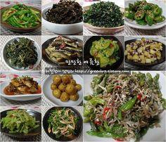만만하게 챙겨먹을수 있는 여름찬 모듬을 소개합니다. 작년 여름부터 '간단하고 맛있는' 계절찬을 시작한 관계로 이번 여름에는 중복되는 것은 제외하고 여기에 빠진것들이 있다면 추가하는 방식으로 여름찬 소개.. K Food, Food Menu, Food Porn, Korean Dishes, Korean Food, Asian Recipes, Healthy Recipes, Ethnic Recipes, Easy Cooking