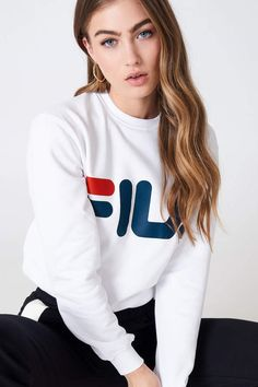 Fila Classic Logo Sweat White In Bright White Fila Outfit, Adidas Outfit, New Outfits, Trendy Outfits, Cool Outfits, Estilo Converse, Champion Clothing, Trendy Hoodies, Trendy Clothes For Women