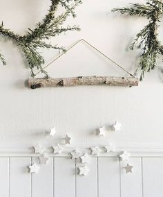 30 Minimal Christmas Decor Ideas for The Subtle-Lovers Out There! 30 Minimal Christmas Decor Ideas for The Subtle-Lovers Out There! Noel Christmas, Rustic Christmas, All Things Christmas, Christmas Crafts, Xmas, Yule Crafts, Christmas Island, Christmas Is Coming, Homemade Christmas