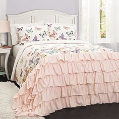This Flutter Butterfly 3 Piece Quilt Set by Lush Decor has ruffles for days. This quilt set boasts a fun, butterfly pattern and a ruffle trim that. Butterfly Bedroom, Butterfly Quilt, Butterfly Pattern, Butterfly Kids, Butterfly Design, Girl Room, Girls Bedroom, Bedroom Decor, Child's Room
