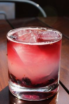Easy Recipes for Vodka Cocktails (That Aren't a Vodka Tonic) Fruity Alcohol Drinks, Fruity Cocktails, Vodka Drinks, Summer Cocktails, Yummy Drinks, Alcoholic Beverages, Craft Cocktails, Vodka Based Cocktails, Fresca Drinks