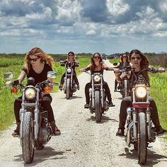 Official site of Harley-Davidson Motor Company. Check out current Harley motorcycles, locate a dealer, & browse motorcycle parts and apparel. Lady Biker, Biker Girl, Biker Photoshoot, Chicks On Bikes, Ride Out, Motorbike Girl, Motorcycle Girls, Biker Chick, Harley Davidson Motorcycles
