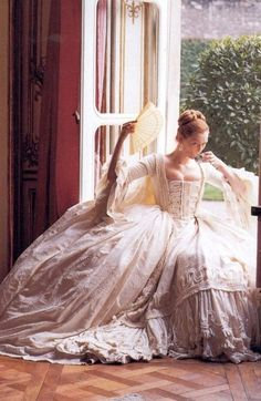 Tilda Swinton, Orlando ~ Costumes by Sandy Powell; Photographed by Karl Lagerfeld for Vogue, July The costumes of Orlando are breathtaking. Tilda Swinton, Pretty Dresses, Beautiful Dresses, Gorgeous Dress, Victorian Fashion, Vintage Fashion, Tudor Fashion, Baroque Fashion, Style Fashion