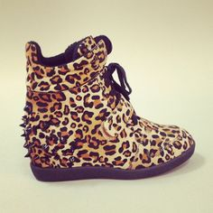 I dont think id have the guts to wear these;; but they are superrrr cute!