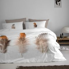 Beautiful feathers on duvet cover 'Plomes' from Damai. #feathers #bedroom #veren #nature #natuur #bohemian #white #naturel