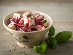 Punasipuli-juustosalaatti   Valio Dips, Vegetables, Food, Fine Dining, Sauces, Essen, Dip, Vegetable Recipes, Meals