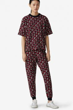 Kenzo Damen T-Shirt Sport Tee Schwarz/Rot | SAILERstyle Kenzo, Nylons, Sport, Latest Trends, Pajama Pants, Trousers, Jumpsuit, Monogram, Knitting