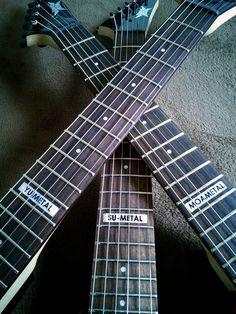 @ESPGuitarsJP  YG5月号の表紙にBABYMETALがギターを持って登場DEATH!!。実はこれESP-ARROWを元にしたミニギターなんです!世界にこの3本だけ!そして12フレットに注目! #YOUNGGUITAR #BABYMETAL #ESP