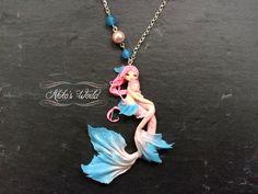 Petit collier sirènes mère et fille rose et bleu et par AkikosWorld