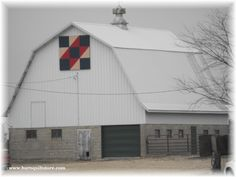 Iowa 12/12. Barn Quilt Designs, Quilting Designs, Painted Barn Quilts, Painted Wood, Farm Quilt Patterns, Barn Signs, Block Painting, Barn Art, Old Barns