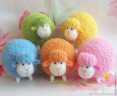Paps e Moldes de Artesanato Crochet Poppy Free Pattern, Crochet Cow, Crochet Animal Amigurumi, Knitted Animals, Needle Felted Animals, Crochet Toys Patterns, Sock Animals, Sheep Crafts, Sock Crafts