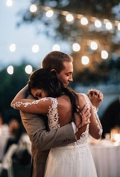 Gallery of absolutely must-have wedding photos to have in your wedding pictures album. Build your checklist and share these with your wedding photographer. wedding photography Must-Have Wedding Photos (Ideas Gallery & Tips) Wedding Ceremony Pictures, Wedding Picture Poses, Wedding Poses, Wedding Bride, Must Have Wedding Pictures, Wedding Dresses, Wedding Dress Pictures, Wedding Shot, Wedding Outfits