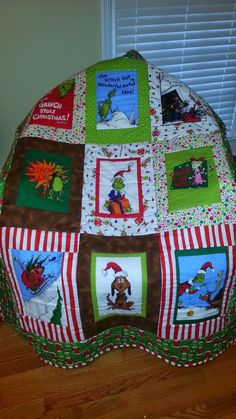 "LeighBird Designs: ""The Grinch"" Quilt Tacky Christmas, Grinch Stole Christmas, Christmas Scenes, Christmas Sewing, Christmas Fabric, Diy Christmas Ornaments, Christmas Drinks, Boy Quilts, Rag Quilt"