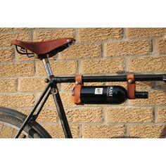 Handig voor het parkseizoen, de wijnhouder voor op de fiets.  http://www.esquire.nl/Man-op-z-n-best/Feestjes-op-fietsafstand