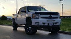 """7.5"""" Rough Country lift with 35s"""