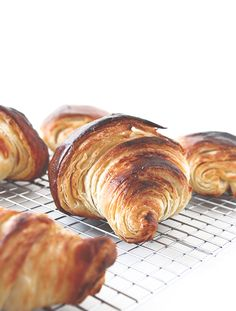 Five Approaches To Economize Transforming Your Kitchen Area Croissants From Melissa : The Fauxmartha Frittata, Homemade Croissants, Homemade Breads, Croissant Recipe, Croissant Dough, Brunch, Pizza, Bread Recipes, Just Desserts