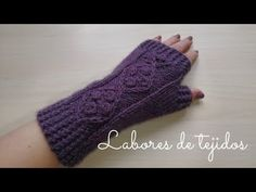 Mitones tejidos en dos agujas - YouTube Fingerless Gloves Knitted, Crochet Gloves, Knit Mittens, Caps Hats, Arm Warmers, Crochet Baby, Crochet Projects, Cricut, Knitting